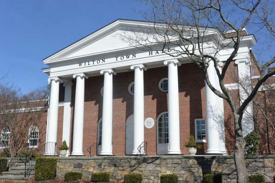 Wilton Town Hall Photo: Jeannette Ross / Hearst Connecticut Media / Wilton Bulletin