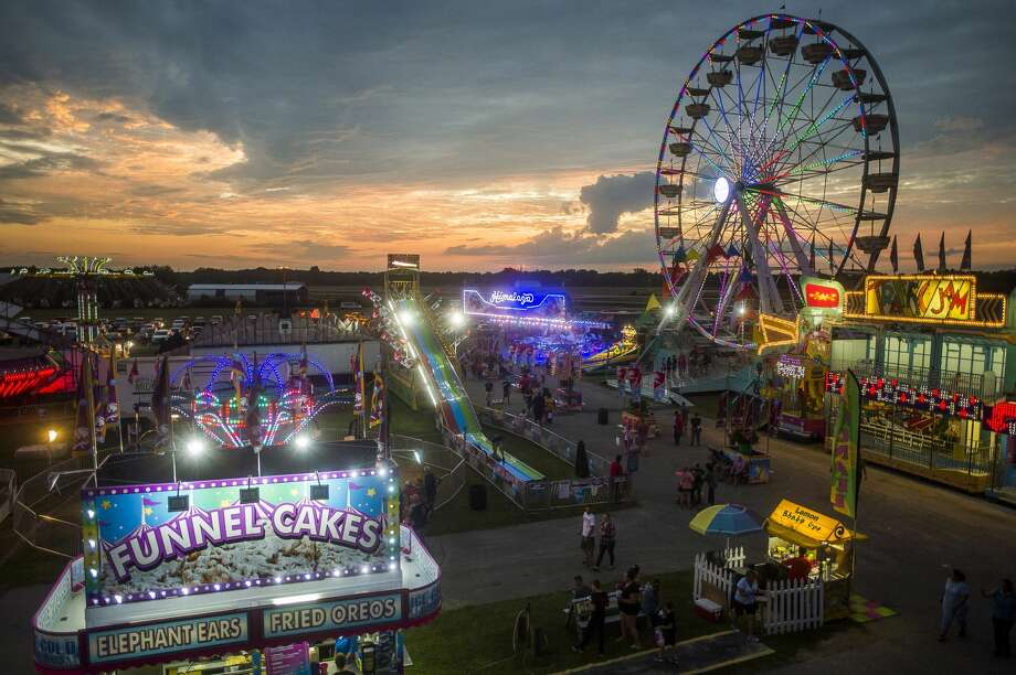 Crowds wander through the midway on Monday, Aug. 12, 2019 at the Midland County Fairgrounds. (Katy Kildee/kkildee@mdn.net) Photo: (Katy Kildee/kkildee@mdn.net)