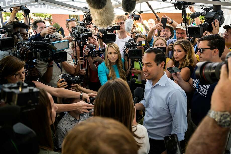 Julián Castro answers questions from reporters after speaking to a crowd at the Iowa State Fair in Des Moines on Aug. 9, 2019. Photo: Salwan Georges, The Washington Post