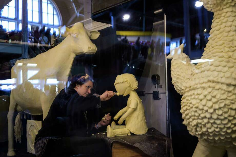 Sarah Pratt works on her butter sculptures at the Iowa State Fair in Des Moines on Aug. 9, 2019. Photo: Washington Post Photo By Salwan Georges / The Washington Post