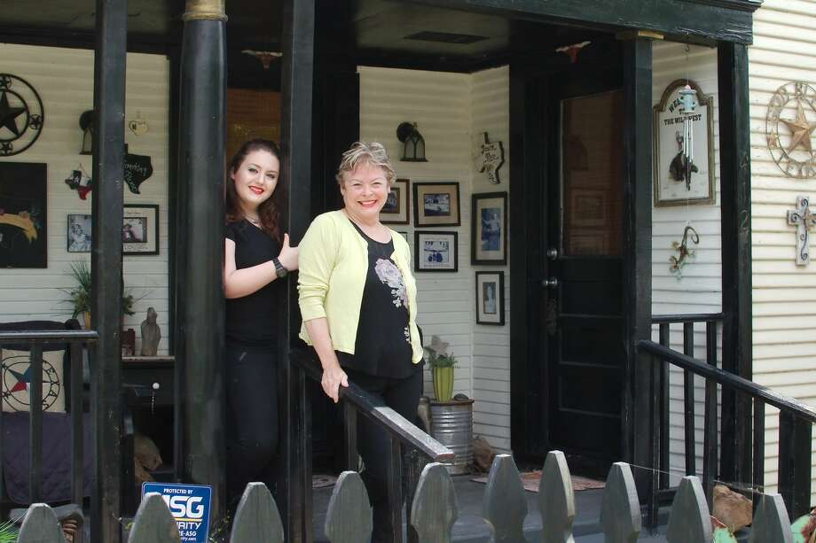 Pasadena property owner Janet Marston Harris, right, with daughter Netanya Nicole, has had short-term rental guests who included out-of-towners working at refineries, NASA and the Texas Medical Center. Photo: Kirk Sides/Staff Photographer
