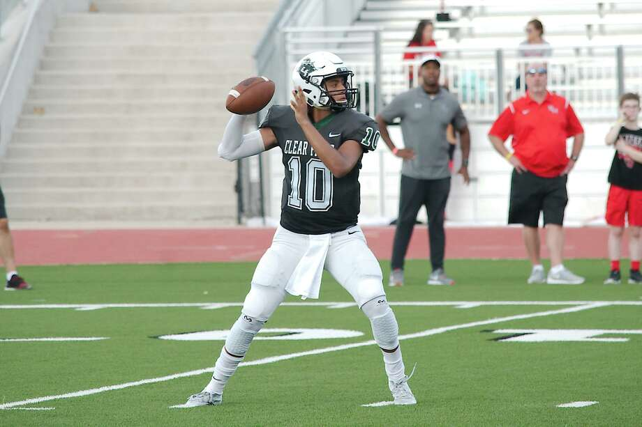 Clear Falls quarterback Gavin Esquivel (10) will likely be required to lead his team on numerous scoring drives Friday at Dickinson. Photo: Kirk Sides / Houston Chronicle / © 2018 Kirk Sides / Houston Chronicle