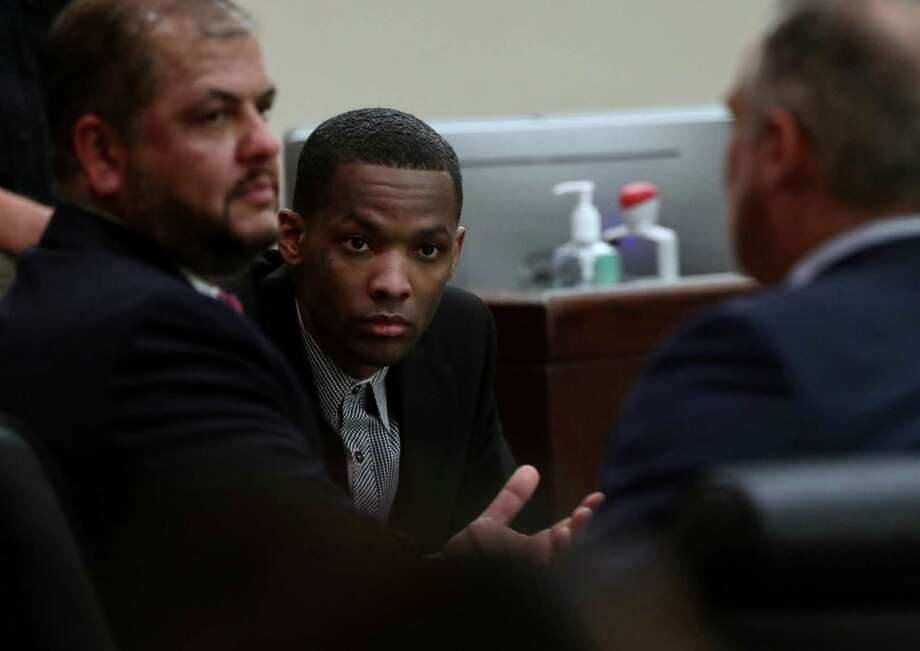 Robert Allen, center listens to his lawyers Ernest Acevedo III, left, and James Tocci as they discuss taking a 35-year sentence Tuesday. A jury late Monday found him guilty of murdering Noel Reyna. Photo: Bob Owen /Staff Photographer / San Antonio Express-News