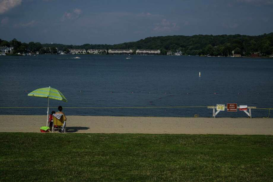 New Jersey closed Lake Hopatcong after the state Department of Environmental Protection detected a toxic bacteria caused in part by one of the warmest springs in the past century. Photo: Washington Post Photo By Salwan Georges / The Washington Post