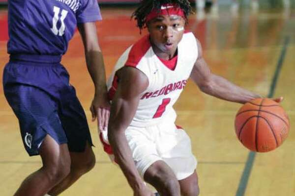 Alton High School graduate Ahmad Sanders works his way around a defender during a basketball game in 2017.