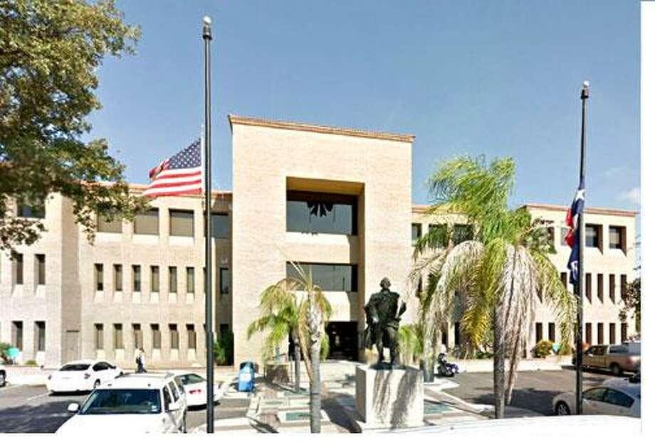 La carta sospechosa fue dejada en el Ayuntamiento de la Ciudad de Laredo el martes por la mañana. Photo: Foto De Cortesía