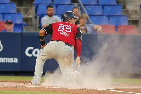 Tecolotes Dos Laredos catcher Arturo Rodriguez