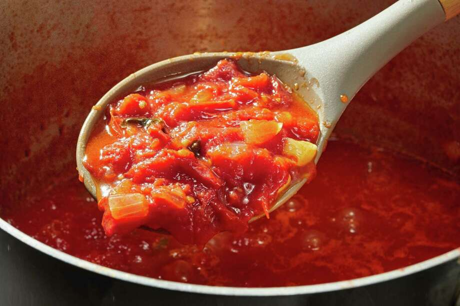 Fresh Tomato Sauce. Photo: Photo By Tom McCorkle For The Washington Post. / For The Washington Post