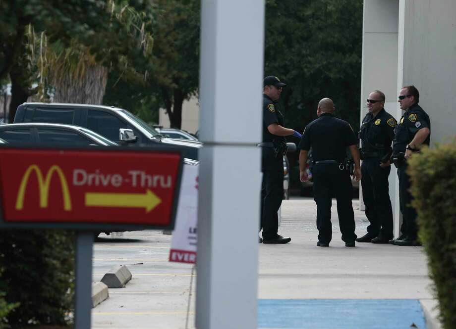 Houston Police Department officers respond to a shooting at a gas staion and restaurants combination at Imperial Valley Drive and North Sam Houston Parkway on Wednesday, Aug. 14, 2019, in  Houston. Photo: Yi-Chin Lee, Staff Photographer / © 2019 Houston Chronicle