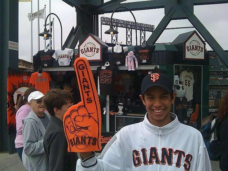 Giants' Mauricio Dubón predicted he'd play at Oracle Park ten years ago