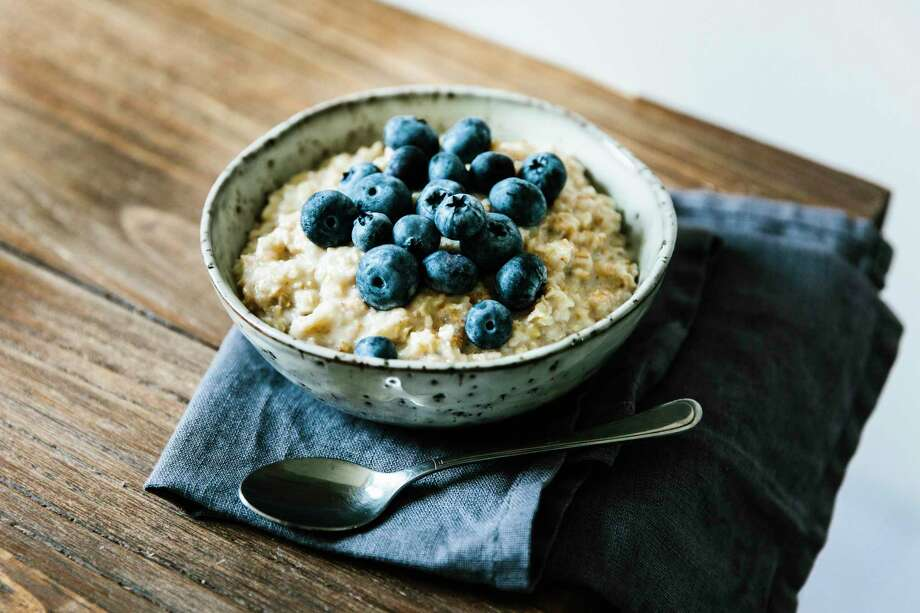 Oatmeal with berries makes a healthy breakfast. Photo: Marina Jerkovic /Picture Press, Contributor / Getty Images / Picture Press RM