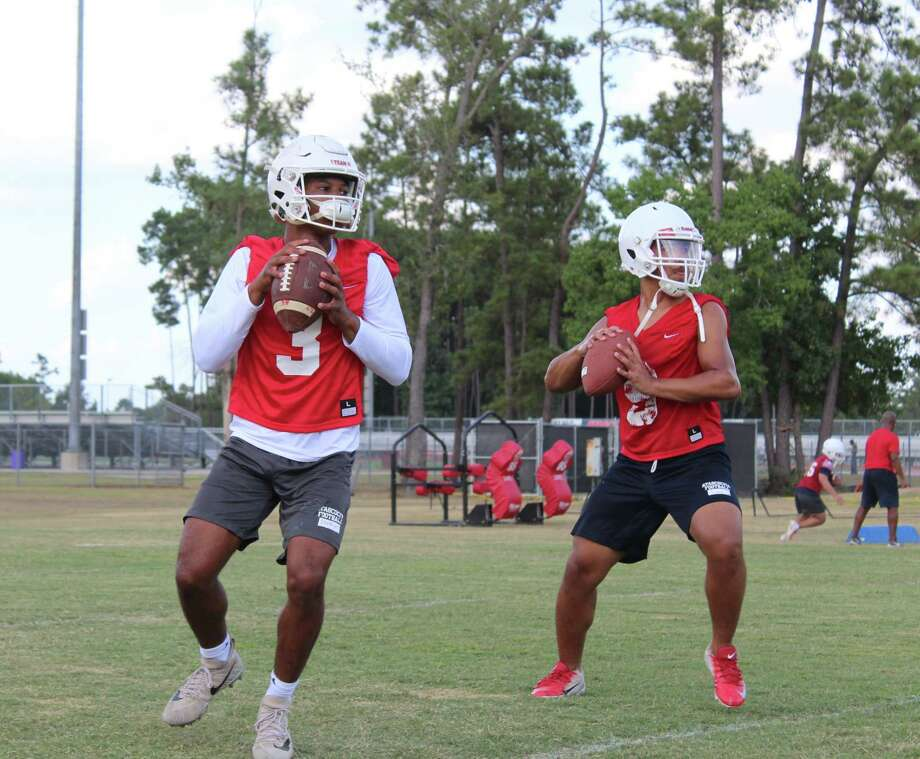 Atascocita quarterbacks Brice Matthews (left) and Gavin Session (right) working during a drill at practice. Photo: Marcus Gutierrez Staff Photo