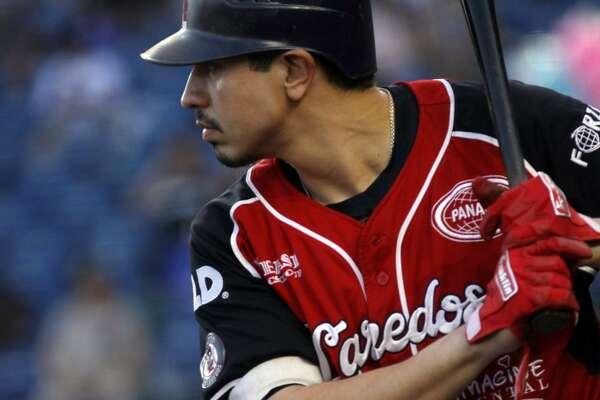 Tecolotes Dos Laredos first baseman Rudy Flores