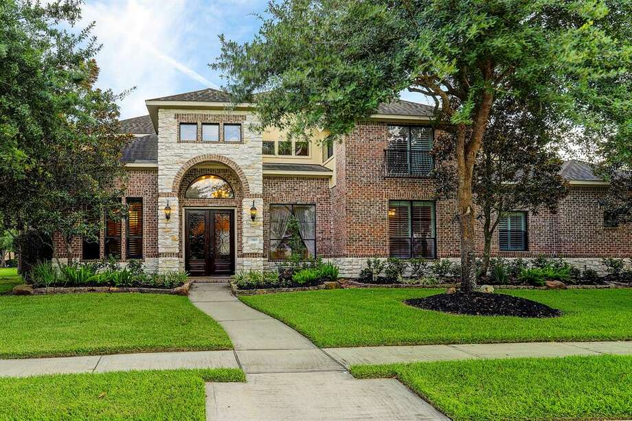 Katy25003 Castle Peak Court$1,000,0005 bed| 4 full & 2 half bath | 4,526  sq. ft. Photo: Houston Association Of Realtors