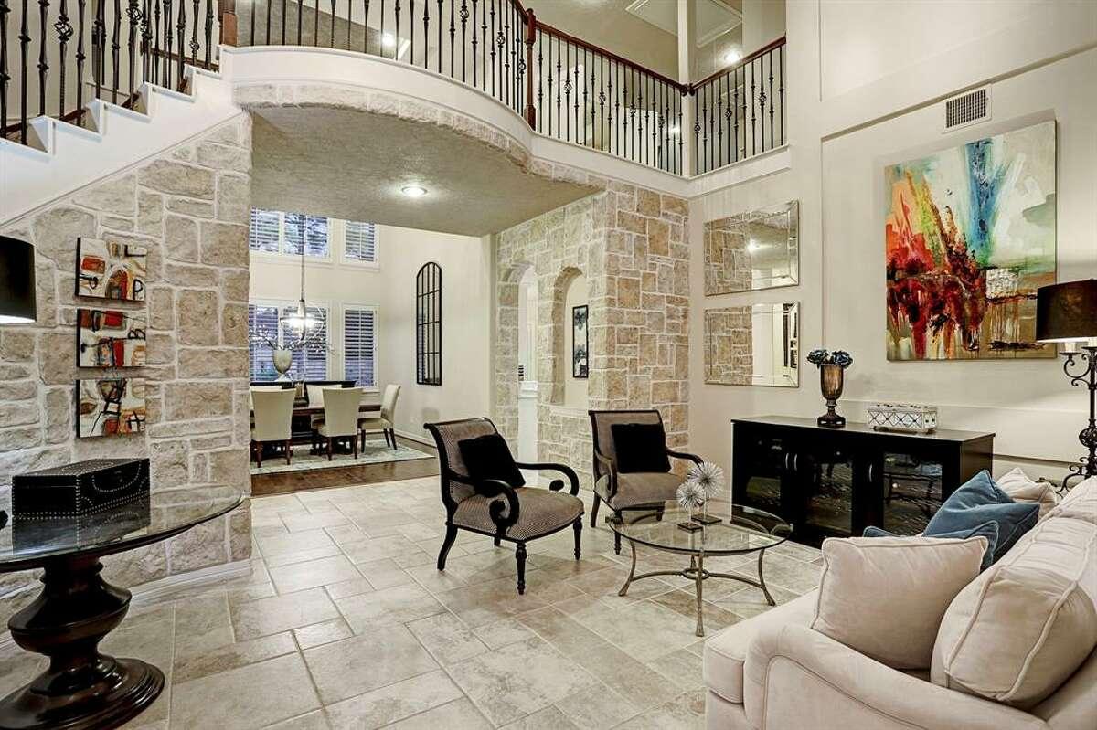 Katy25003 Castle Peak Court$1,000,0005 bed| 4 full & 2 half bath | 4,526 sq. ft.