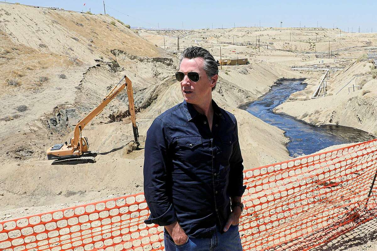 Gov. Gavin Newsom on Wednesday, July 24, 2019 tours the Chevron oil field west of Bakersfield where a spill of more than 800,000 gallons flowed into a dry creek bed. Newsom said the state needs to be more aggressive on regulating oil drilling in the state to avoid other major spills. (Irfan Khan/Los Angeles Times/TNS)