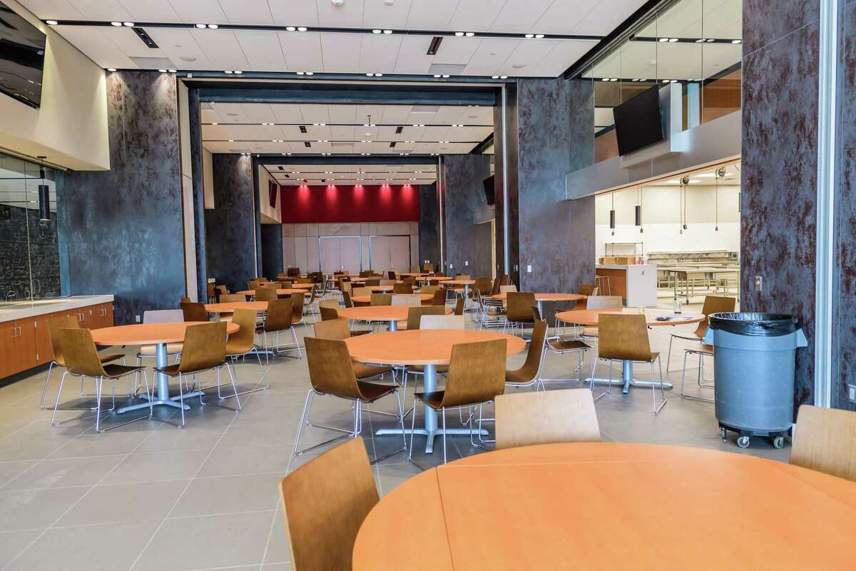 The dining area in Turner Culinary can be divided into four areas through pull-out walls.