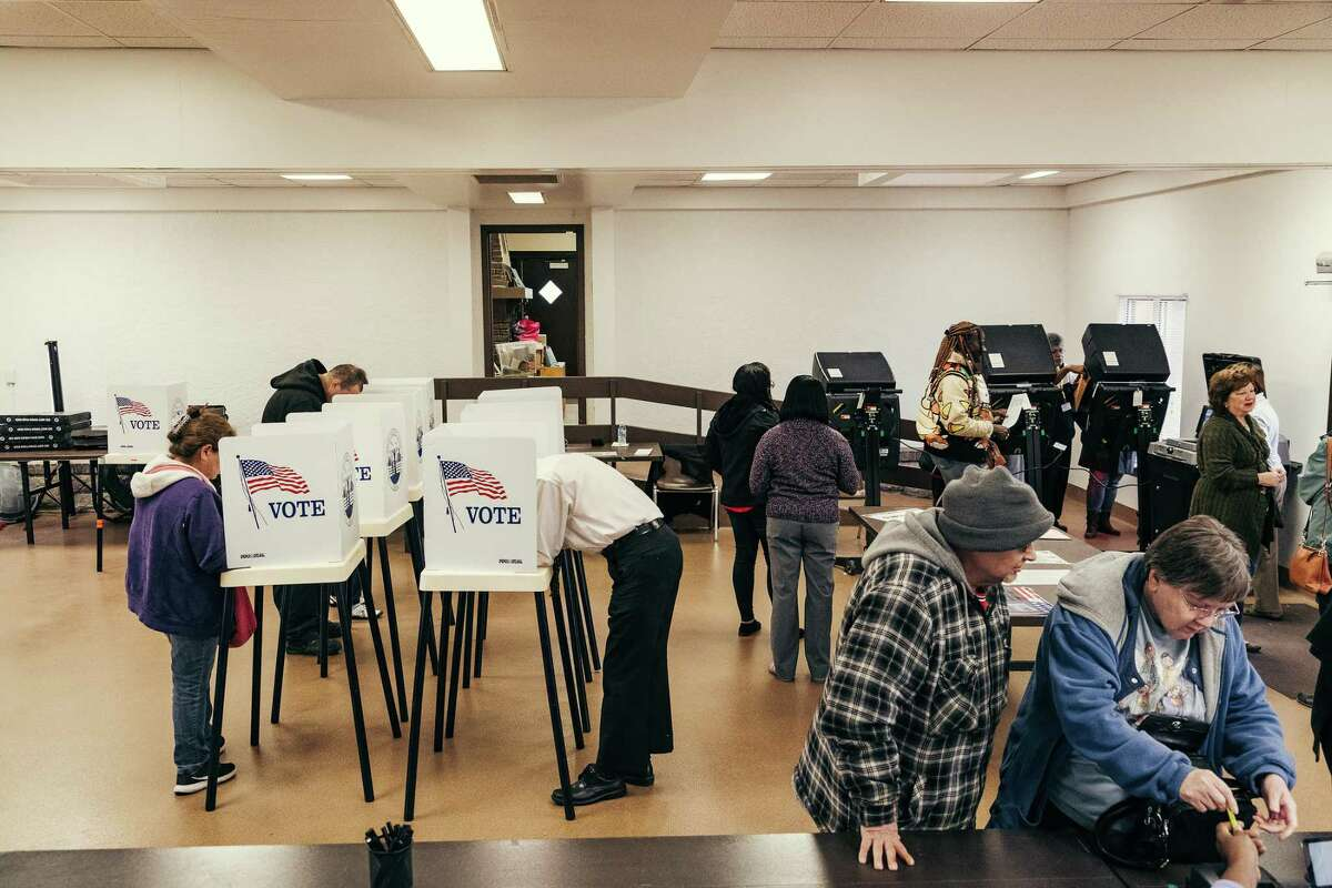 Voters cast ballots at the Annex Recreation Center in Kansas City, Kan., on Nov. 6, 2018.