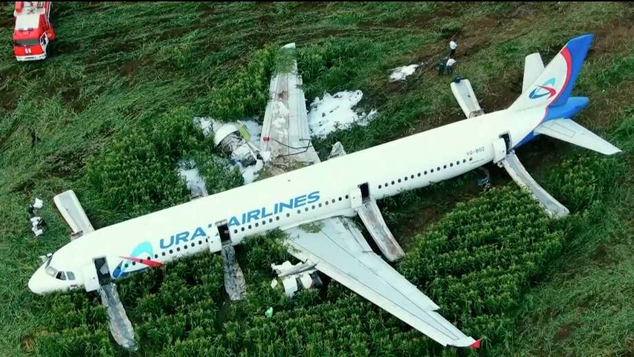 In this video grab provided by the RU-RTR Russian television, a Russian Ural Airlines' A321 plane is seen after an emergency landing in a cornfield near Ramenskoye, outside Moscow, Russia, Thursday, Aug. 15, 2019. The Russian pilot was being hailed as a hero Thursday for safely landing his passenger jet in a corn field after it collided with a flock of gulls seconds after takeoff, causing both engines to malfunction. (RU-RTR Russian Television via AP) / RU-RTR Russian Television