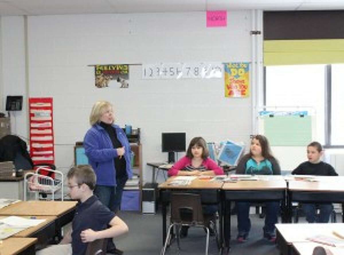 Newspaper Lesson: Caribe McClellan teaches her third grade class about the differences between facts and opinions by reading the newspaper. The Record Patriot is a great tool for teaching students english and critical thinking.
