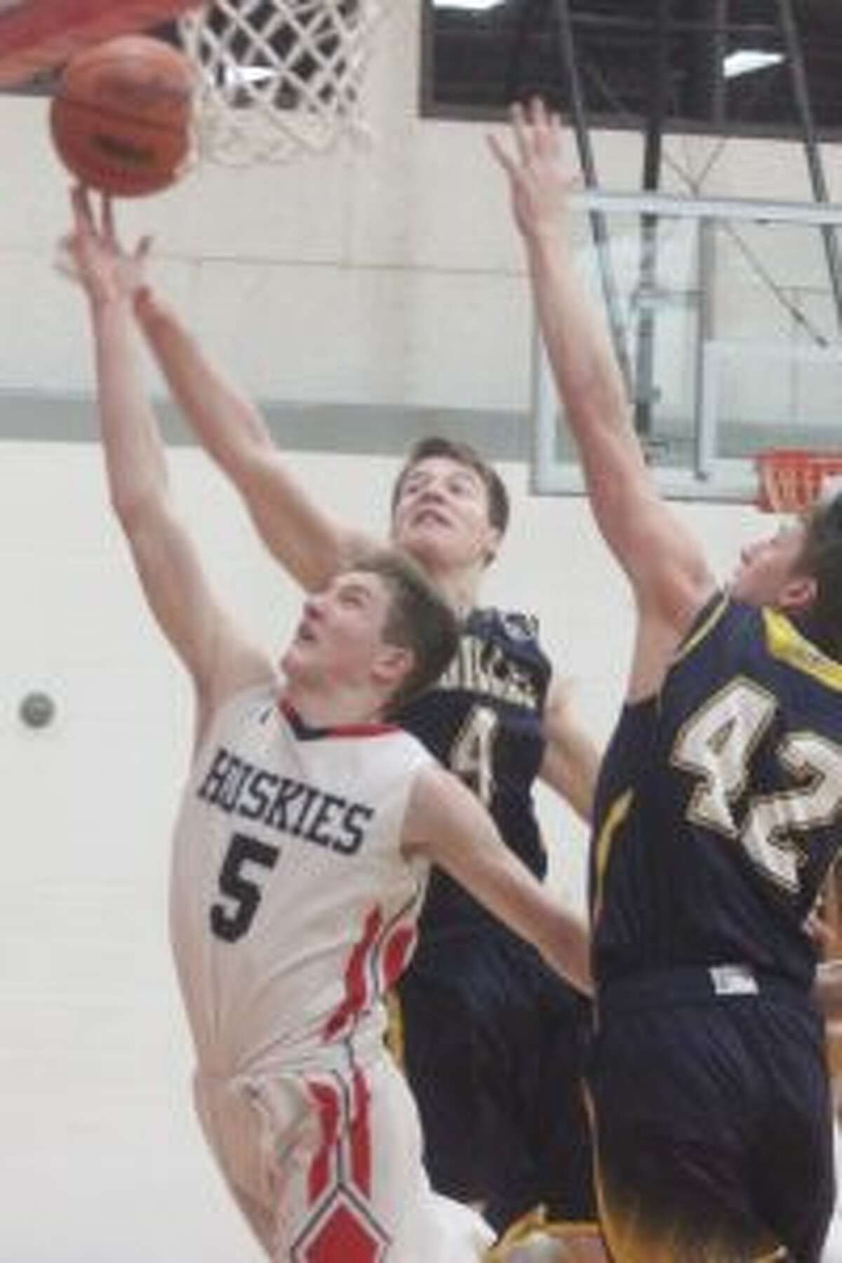 Connor McLaren beats a pair Cadillac defenders for a layup. (Photo/Robert Myers)