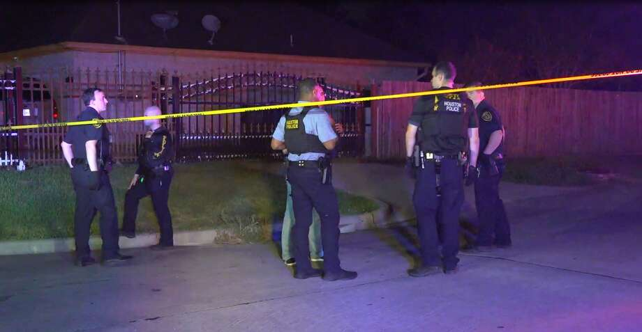 A man is dead in an apparent suicide after Houston Police said attempts to get him to drop his weapon as he was standing in a north Houston street failed. Photo: OnScene.TV