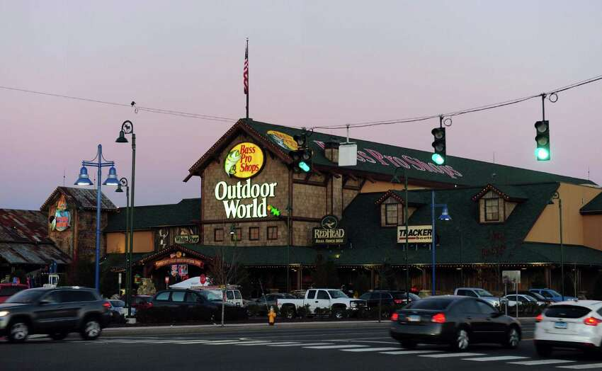 THANKSGIVING DAY Bass Pro Shops & Cabela's - 8 a.m. BLACK FRIDAY Bass Pro Shops & Cabela's - 5 a.m.