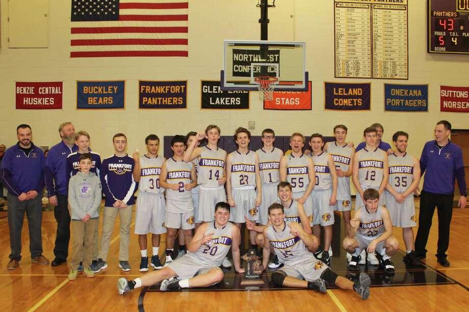 The Frankfort boys basketball team celebrates a district championship. (Photo/Robert Myers)