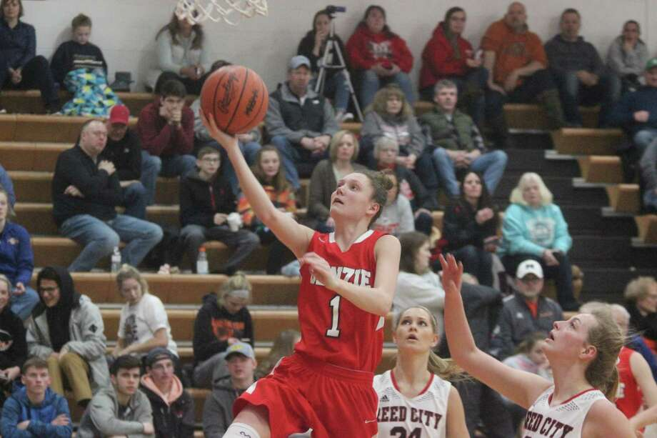 Ellen Bretzke glides to the basket for a layup in transition. (Photo/Robert Myers)