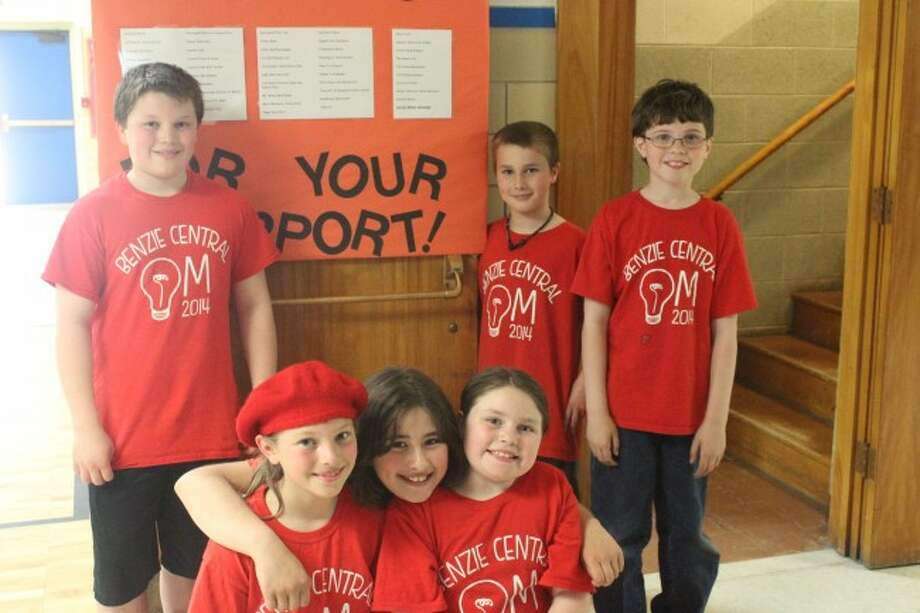 COMMUNITY SUPPORT: The Crystal Lake Elementary OM team show their thanks for the community support during the final fundraiser to help them travel to the national competition. The team competed in Iowa last weekend. (Photo/Bryan Warrick)