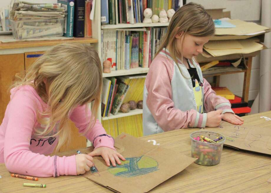 Frankfort first graders decorate paper bags for Family Fare to use on Earth Day. (Photo/Robert Myers)