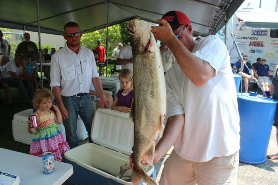 HOMETOWN FISHERS: The crew of the Frankfort charter ship Tiny Bubbles weigh their catch in the home lot. (Photos/Bryan Warrick)