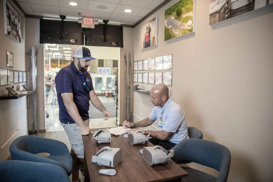 Alberto Piña, co-owner of Braustin Mobile Homes, meets with Clayton Homes' Donnie Wood inside the pop up location located inside New Braunfels HEB store.  Photo: Courtesy: Braustin Mobile Homes