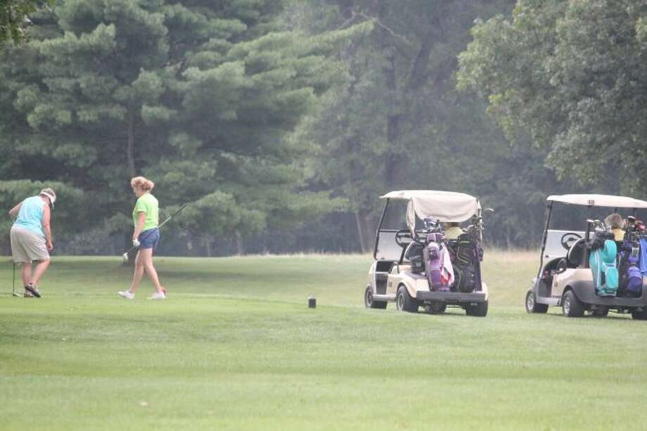 Golfers keep playing at Marquette Trails