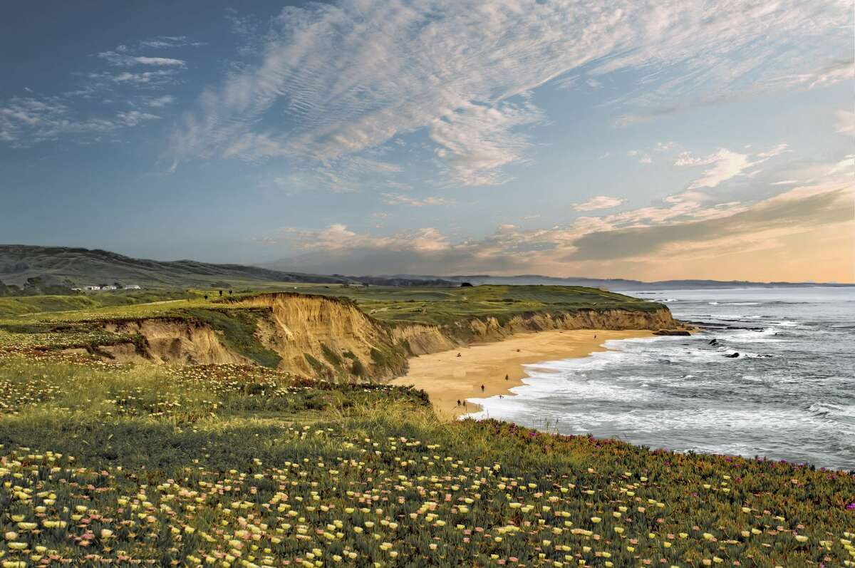 An alternative to backpacking, inn-to-inn hiking lets you spend your days in the great outdoors-and your nights in a comfortable bed. Author Tom Courtney tells us about his favorite such hikes. Click through the gallery to see California's best inn-to-inn hikes.