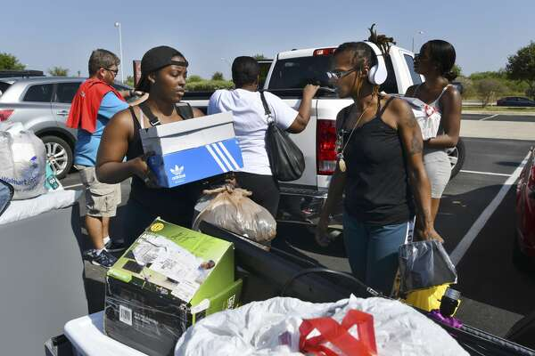 Students Caila, left and Cailtyn Egbuonu prepare to move into Esperanza Hall on the Texas A&M University-San Antonio campus on Friday, Aug. 16, 2019. Almost 400 students will live in the three-year-old dorm, which is at capacity.