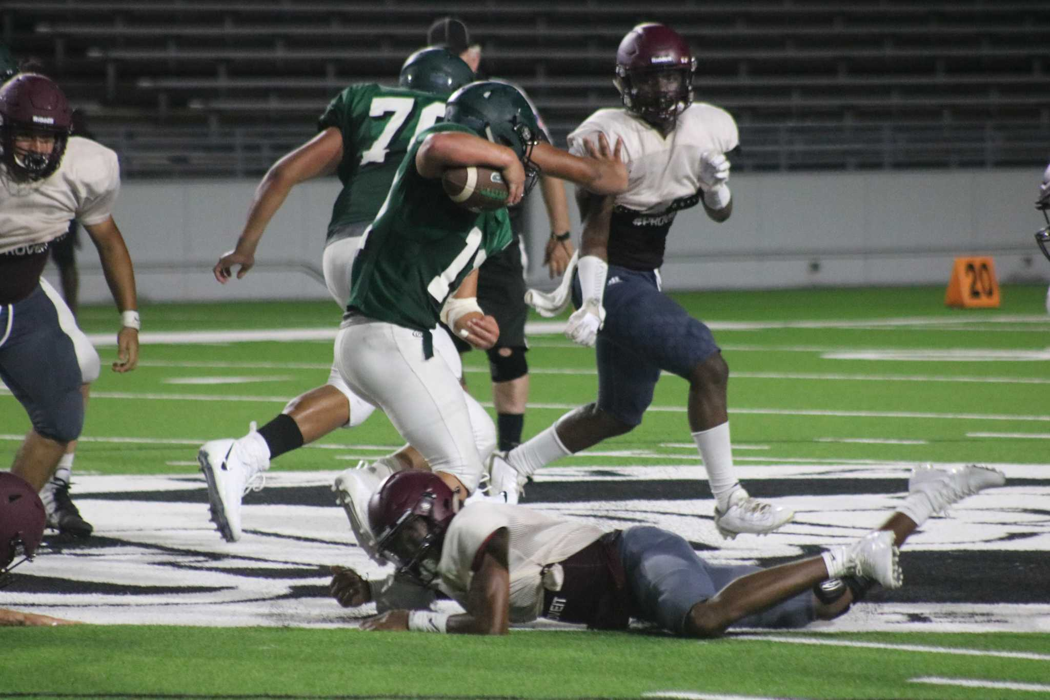 Lee's quickness proves to be a problem for Pasadena in scrimmage