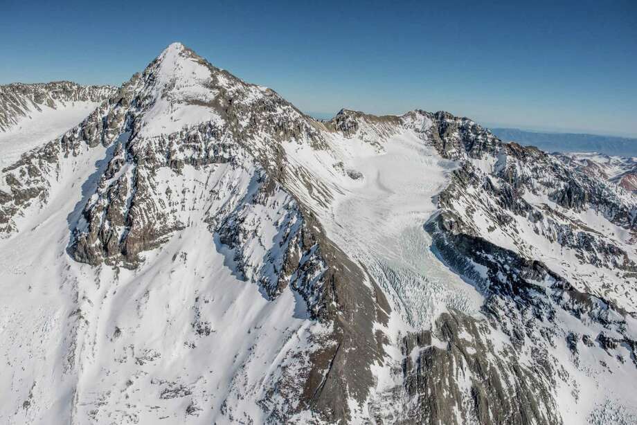 Aerial view of a glacier and Altar Hill, located few km away from Andina and Los Bronces mines in the Andes mountains above Santiago, Chile, on July 5, 2019. Photo: Bloomberg Photo By Tomas Munita. / © 2019 Bloomberg Finance LP