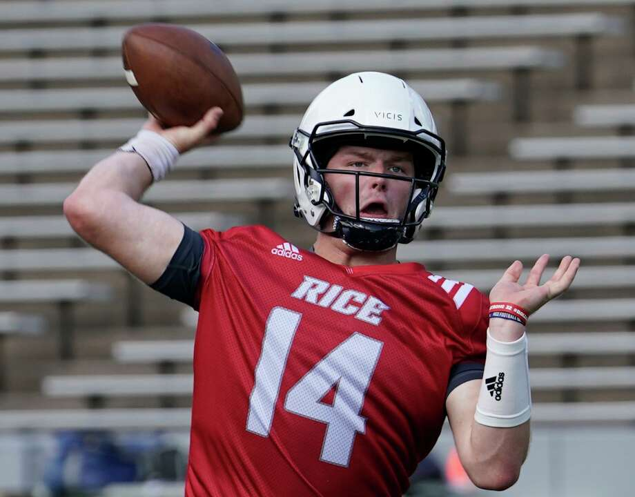 Embroiled in a three-way battle for the starting quarterback job, Tom Stewart takes his turn trying to impress the coaches. Photo: Melissa Phillip, Houston Chronicle / Staff Photographer / © 2019 Houston Chronicle