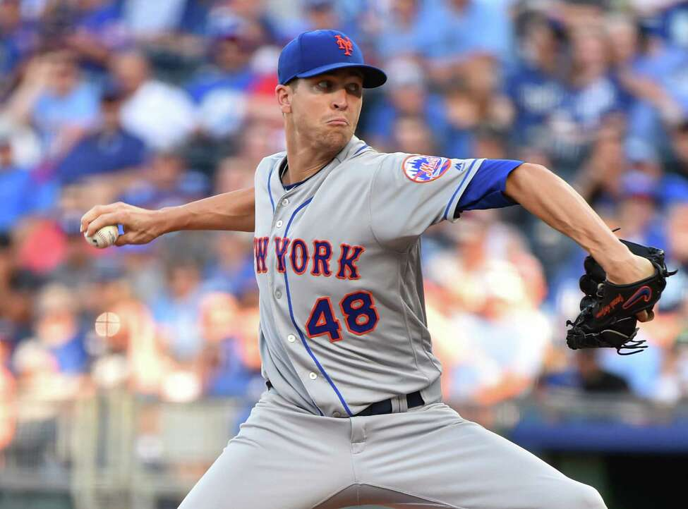 KANSAS CITY, MISSOURI - AUGUST 17: Starting pitcher Jacob deGrom #48 of the New York Mets throws in the first inning against the Kansas City Royals at Kauffman Stadium on August 17, 2019 in Kansas City, Missouri. (Photo by Ed Zurga/Getty Images)