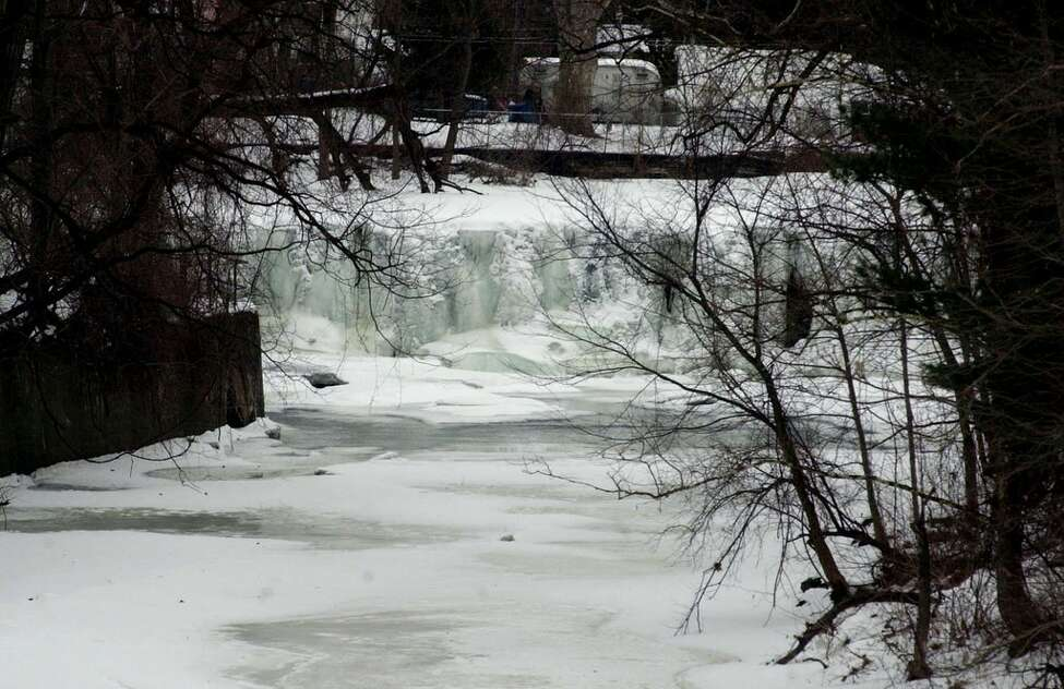 TIMES UNION PHOTO BY LUANNE M. FERRIS Tuesday, Feb. 3, 2004, Troy, NY falls below Lake Ida visable from Pawling Ave. all frozen over due to the freezing temps.