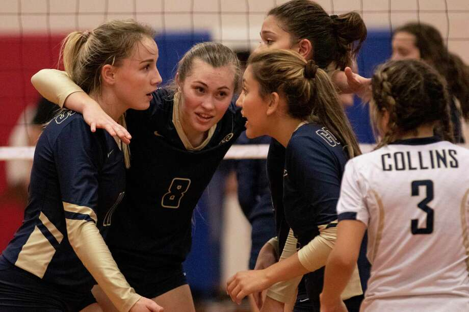 Emma McWhorter of Klein Collins (8) quickly speaks with her teammates between serves during a District 15-6A fourth-place tiebreaker Friday, Oct. 26, 2018 at Oak Ridge High School in Oak Ridge North. Photo: Cody Bahn, Houston Chronicle / Staff Photographer / © 2018 Houston Chronicle