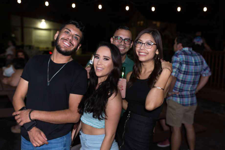 San Antonians came out Saturday night at Hi-Tones to help them celebrate their 8th anniversary party. Photo: B. Kay Richter