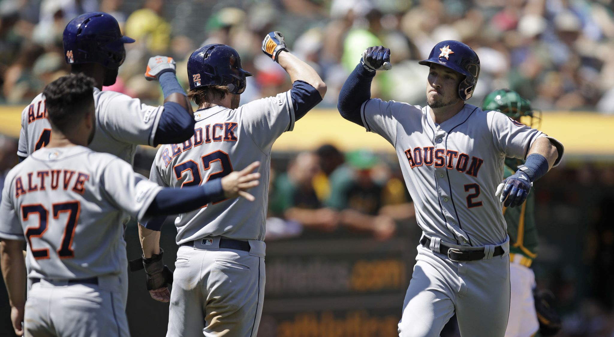 Astros snap 5-game losing streak with win over A's