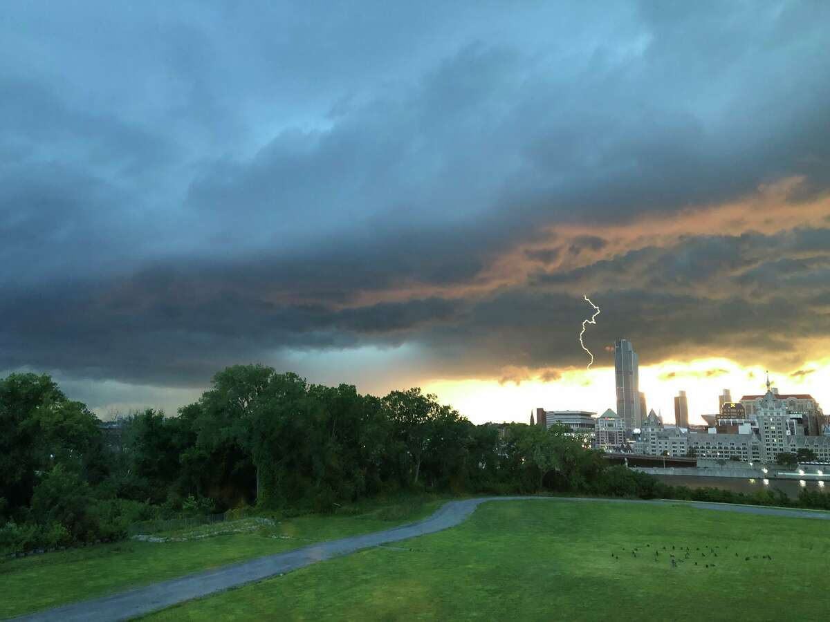 A photo tweeted by atmospheric scientist and UAlbany graduate student Lauriana Gaudet (image from twitter.com/lauriana_g)