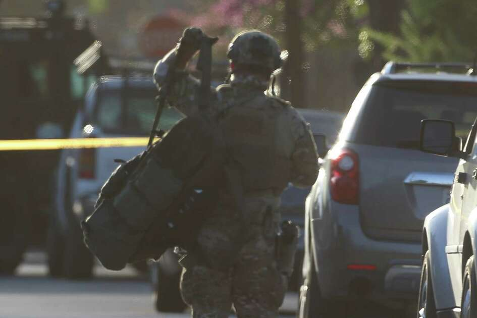 HPD SWAT and Hostage Negotiation Team arrive at a barricaded suspect scene on 800 block of East 32 Street on Monday, Aug. 19, in Houston.