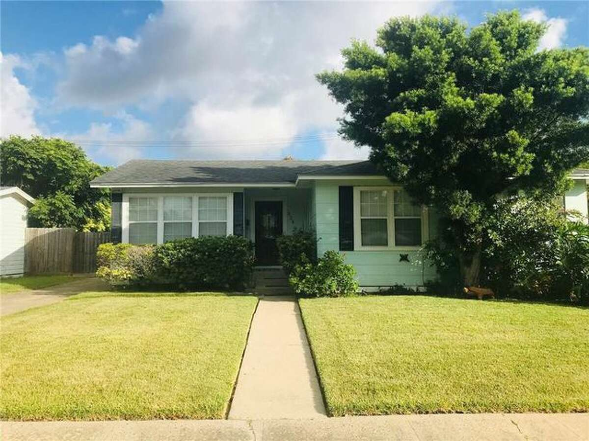 A lovely little house in Corpus Christi, TX, that was once the childhood home of Farrah Fawcett has landed on the market for $129,500.