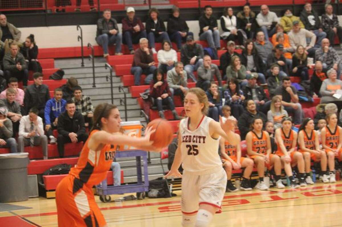 Alison Duddles tries to stop the inbounds.