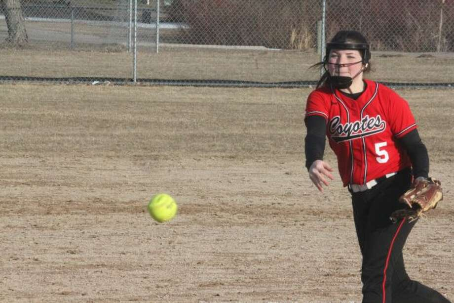 Reed City's Maddie Morgan delivers the pitch.