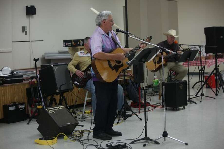 Pete Jordan and his Fun-Loving Crowd provided live music during the annual RSVP volunteer recognition program on Thursday. (Herald Review photo/Taylor Fussman)
